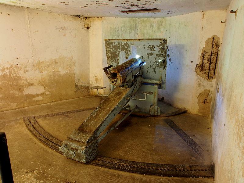 File:Fort de Vaux kazemat cannon pic2.JPG