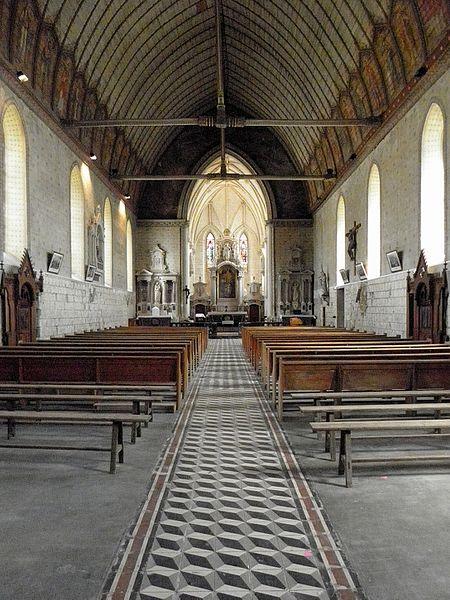 Église Saint-Étienne de Fougeré (49). La nef en direction du chœur.