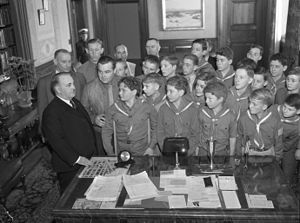 Frank L. Shaw - Mayor Frank L. Shaw meeting with Boy Scouts in his office around 1933