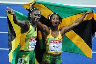 Kerron Stewart e Shelly-Ann Fraser festeggiano l'argento e l'oro dei 100 m a Berlino 2009.