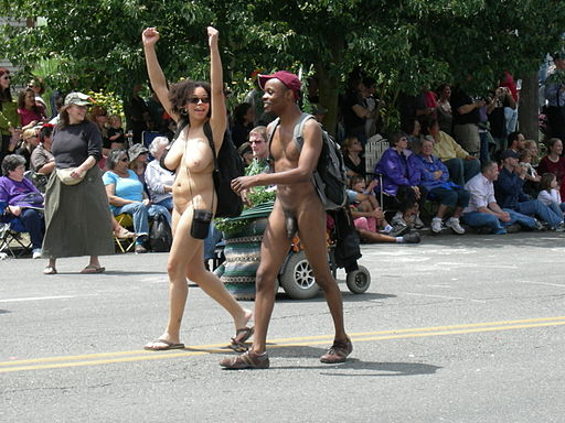 Fremont Solstice Parade 2007 - naked couple 01