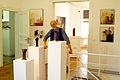 Galerie per-seh Kantplatz 3 in Hannover Kleefeld, Galerist Frank Buchholz vor der Wendeltreppe.jpg