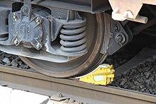 https://upload.wikimedia.org/wikipedia/commons/thumb/4/4e/Gare_de_Bures-sur-Yvette_travaux_2012_13.jpg/220px-Gare_de_Bures-sur-Yvette_travaux_2012_13.jpg