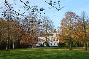 Hove, Belgium - Image: Geelhandlaan 1 vanuit het park