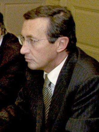 Gianfranco Fini - Gianfranco Fini in 2004.