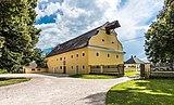 Grafenstein Schloss 2 Wirtschaftsgebäude beim Schloss SW-Ansicht 26072018 4023.jpg