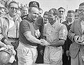Grote Prijs van Nederland Zandvoort. De winnaar J. M. Fangio (links) wordt gefel, Bestanddeelnr 907-1900.jpg
