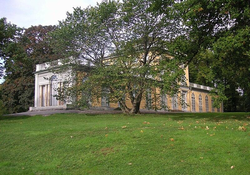 Gustav III paviljong juni 2007.jpg