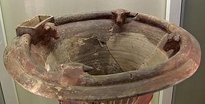 Hüseyindede vases - Bulls' heads on the upper lip