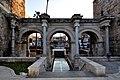 Hadrian's Gate - panoramio.jpg
