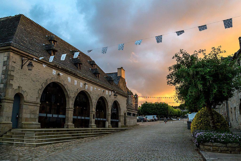 Bretagne - Guerlesquin 1024px-Halles_de_Guerlesquin