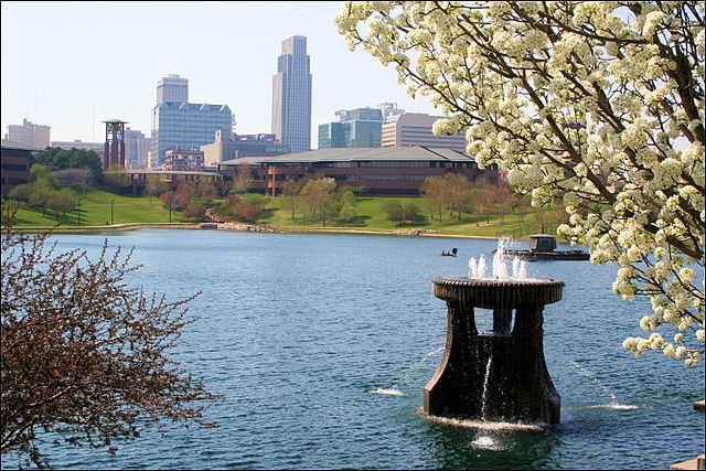 Omaha By Raymond Bucko, SJ (Flickr: downtown_in_spring) [CC BY 2.0  (https://creativecommons.org/licenses/by/2.0)], via Wikimedia Commons