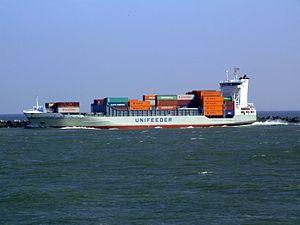 Henneke Rambow IMO 9354430 leaving Port of Rotterdam 19-Apr-2007.jpg