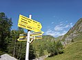 Hintertux - trail signs 2.jpg