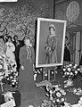 Huldiging Ida Wasserman en Bob van Leersum . Ida Wasserman bij schilderij, Bestanddeelnr 913-1973.jpg