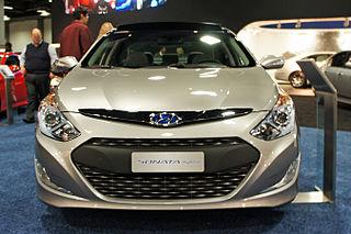 http://upload.wikimedia.org/wikipedia/commons/thumb/4/4e/Hyundai_Sonata_Hybrid_WAS_2012_0681.JPG/320px-Hyundai_Sonata_Hybrid_WAS_2012_0681.JPG