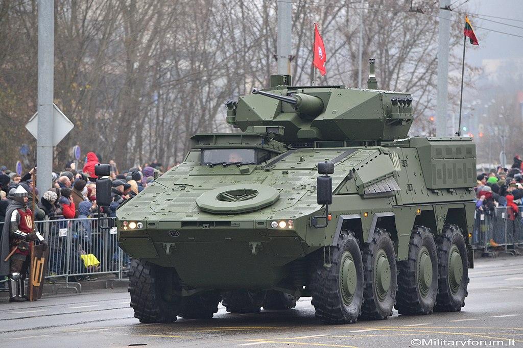 """Екс-глава НАТО в Європі Кларк на виставці озброєнь IDEX-2019 """"звернув увагу"""" на український бронеавтомобіль """"Варта"""" - Цензор.НЕТ 6503"""