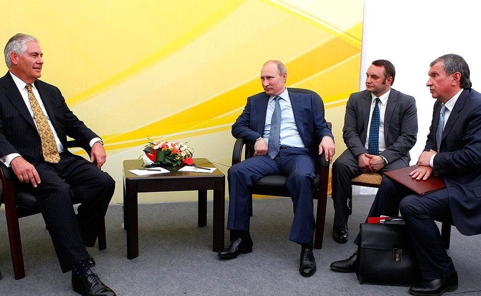 Igor Sechin, Vladimir Putin, Rex Tillerson (2012-06-15) 02