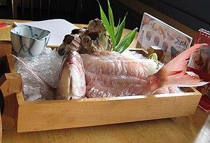 Eating live seafood - Image: Ikizukuri