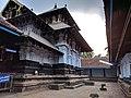 Inside the praharam of the Thirunaavaya temple.jpg