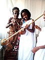 Instrument musical traditionnel Burundais.jpg