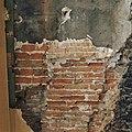 Interieur begane grond, metselwerk met groot formaat steen, links van de haard, nummer 3 - 's-Hertogenbosch - 20344542 - RCE.jpg
