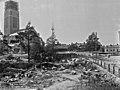 Itäinen Papinkatu 9. Taustalla Kallion kirkko rakenteilla. - N631 (hkm.HKMS000005-0000013s).jpg