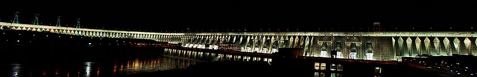 The Itaipu Dam on the Paraná River, located on the border between Brazil and Paraguay, is the second largest of the world (the first is the Three Gorges Dam, in China). Approximately 75% of the Brazilian energy matrix, one of the cleanest in the world, comes from hydropower.