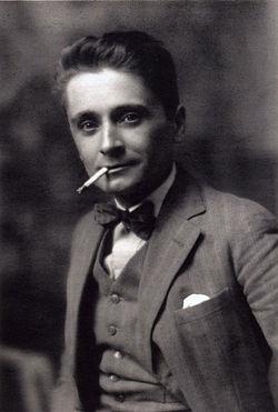 Jean Metzinger, photograph circa 1912.jpg