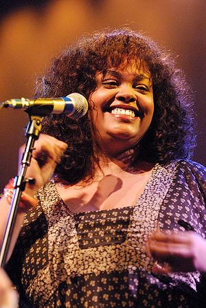 English: Jill Scott Performing at the 2007 Bla...