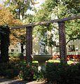 Josef-Scheu-Hof Brunnen.jpg