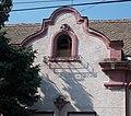 Katona József utca 12, stukkó és ablak, 2018 Dombóvár.jpg
