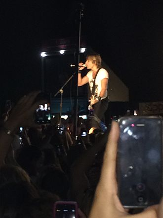 Keith Urban - Urban performing at Darien Lake on 25 July 2014