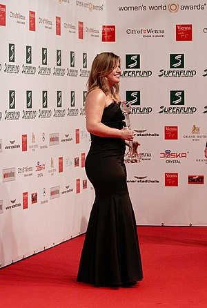 Kelly Clarkson, Women's World Awards 2009 b.jpg