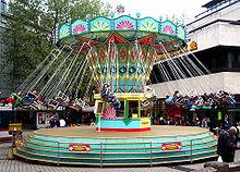 https://upload.wikimedia.org/wikipedia/commons/thumb/4/4e/Kettenkarussell_Wuppertal_2005.jpg/220px-Kettenkarussell_Wuppertal_2005.jpg