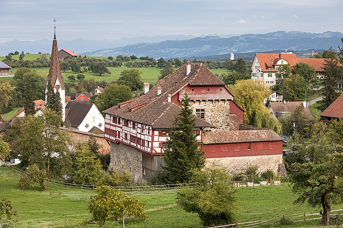 Kirche St. Johannes Baptist und Schloss Hagenwil.jpg