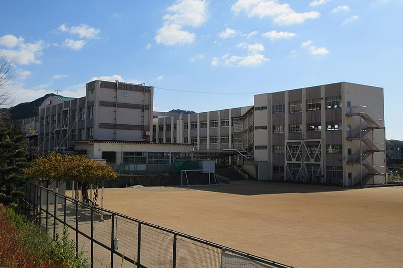 File:Kobe City Tainohata elementary school.jpg