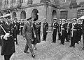 Koningin Juliana en prins Bernhard tijdens inspectie van de erewacht, Bestanddeelnr 918-8585.jpg