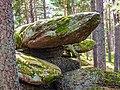 La pierre tremblante, vue de dessous..jpg