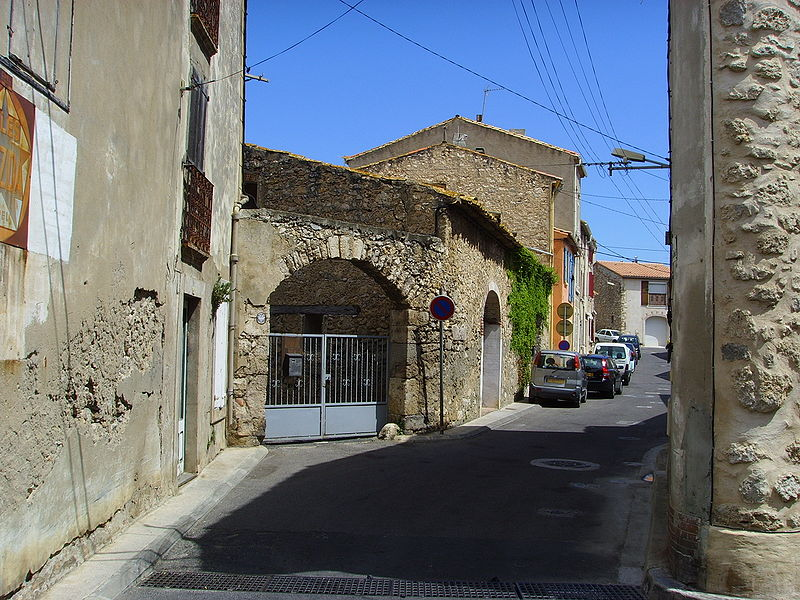 Bestand:Leucate Village (Aude), back road.jpg
