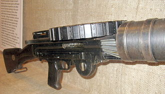 Lewis gun - A Lewis gun at the Elgin Military Museum Canada. The rear end of finned aluminium heat sink, that fits within the gun's cooling shroud, can be seen