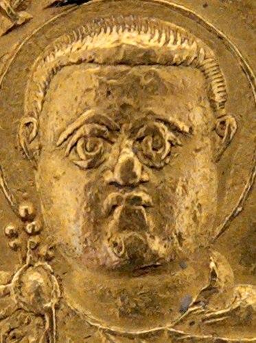 Licinius gold multiple CdM Beistegui 232 (cropped)