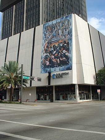 A mural of the Tampa Bay Lightning after winning the 2004 Stanley Cup in downtown Tampa. Lightning Championship Mural.jpg