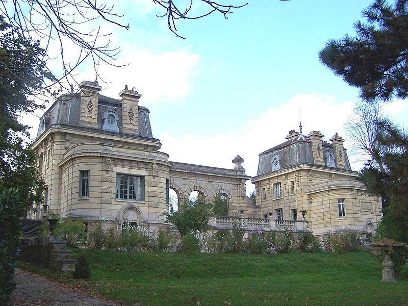 Файл:Лувесьен Pavillons.JPG