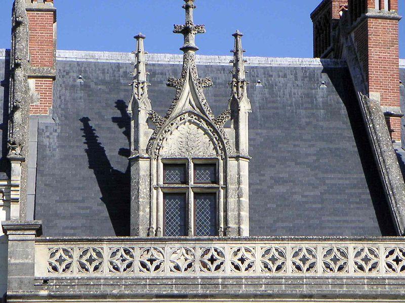 Fichier:Lucarne gothique château d'Amboise.JPG