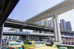 MRT Bang Yii Khan - Baromratchachonnanee intersection overpass close up.jpg