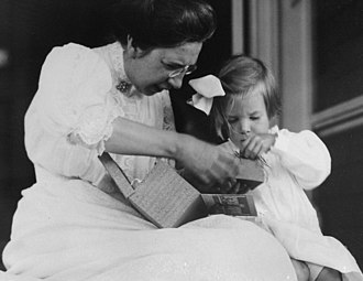 Mabel H. Grosvenor - Image: Mabel Hubbard Bell with her granddaughter, Mabel H. Grosvenor