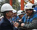 Macri en la refinería de YPF en Ensenada.jpg