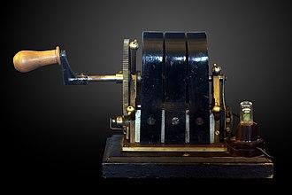 Musée d'histoire des sciences de la Ville de Genève - Image: Magneto electric machine MHS 642 IMG 3851 gradient