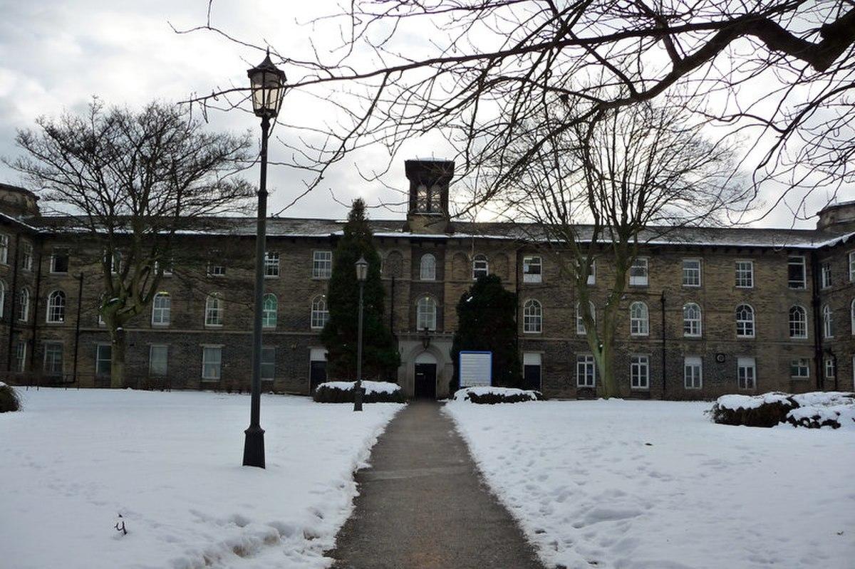 Main Block, St Luke's Hospital, Bradford.jpg